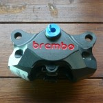 ブレンボ HPK 2P CNCリアキャリパー 84mm 120.A441.10